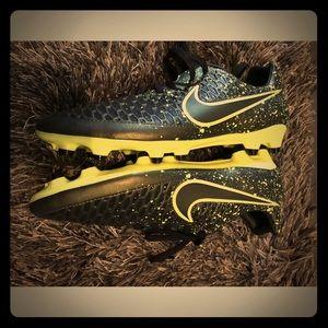 Women's Nike soccer cleats 8 1/2 Magista black